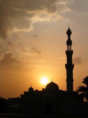 http://ervakurniawan.files.wordpress.com/2010/02/masjid-siluet.jpg