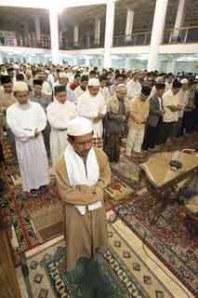 Dalam sebuah hadist Rasulullah pernah beersabda  12 Azab Meninggalkan Sholat