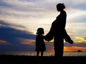 ibu-anak-siluet